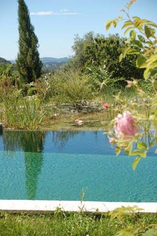 piscines-naturelles/nature/piscine-naturelle-vence-1/couleur-nature-piscine-naturelle-debordement-vence.jpg