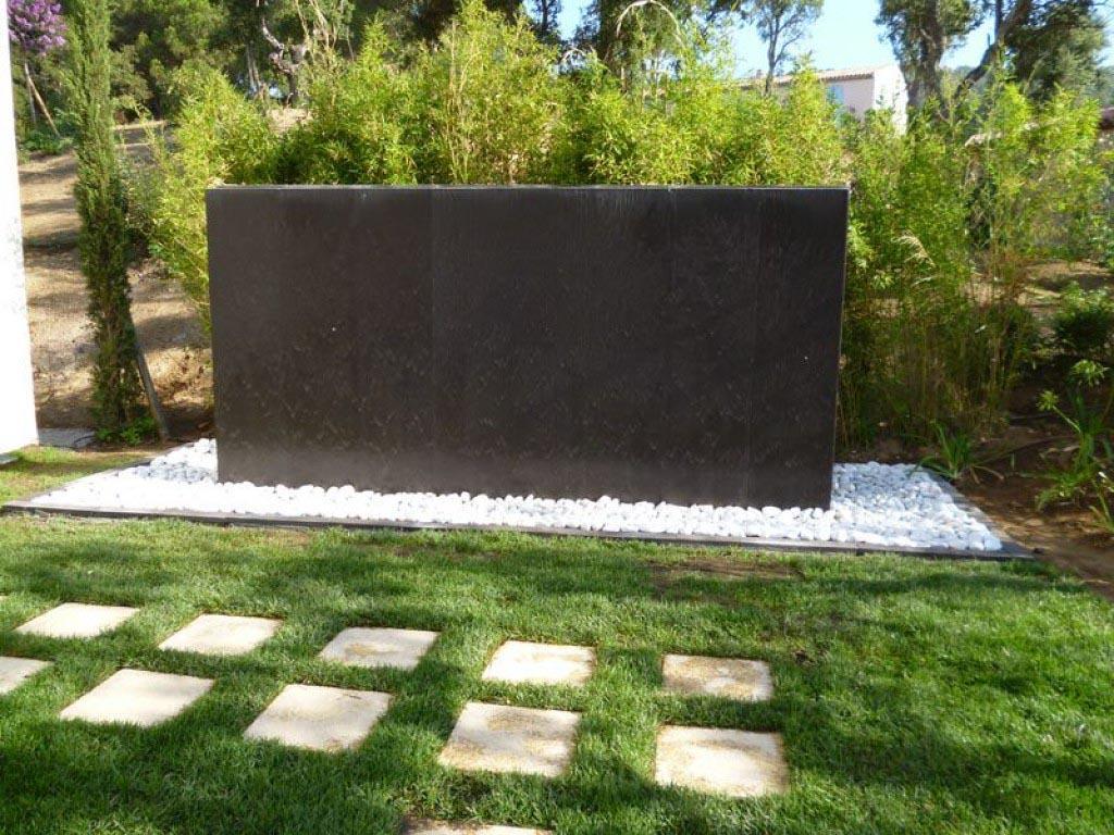 Cr ation murs d 39 eau fontaines en pierres naturelles pour - Mur d eau jardin ...