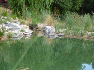 Création d\'un étang à poissons avec une cascade à La Garde Freinet