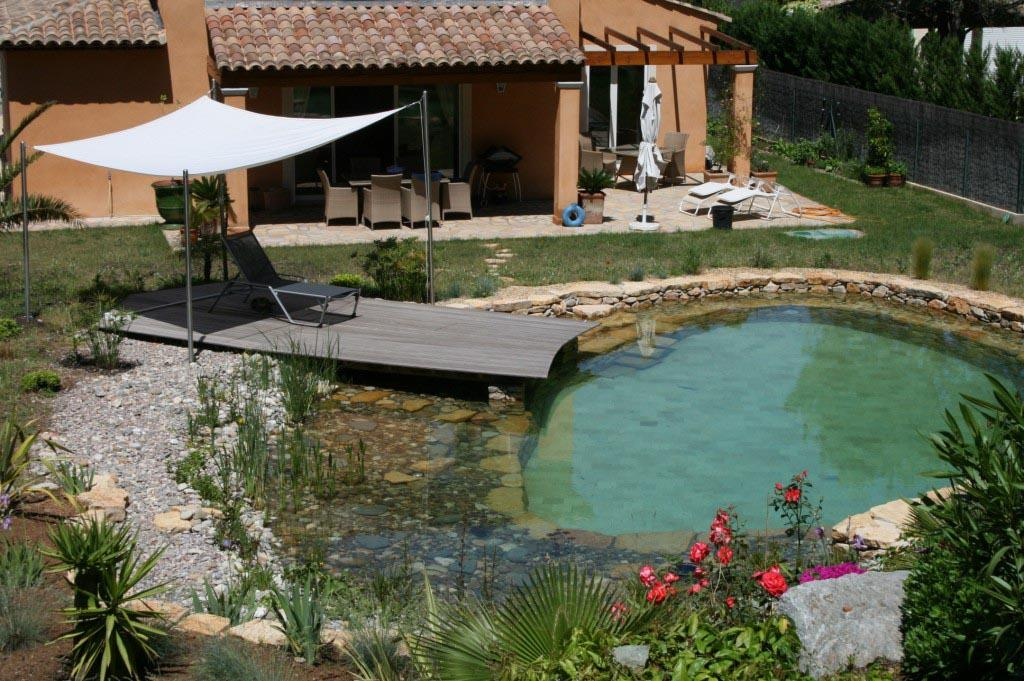Mobilier pour un beau jardin, tables de jardin, relax, bains ...